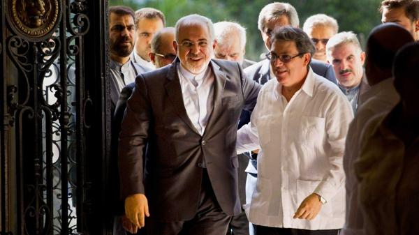 Mohammad Javad Zarif junto a Bruno Rodríguez (AFP)