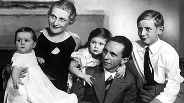 Magda Goebbels, tres de sus seis hijos y el siniestro Joseph Goebbels, hombre de extrema confianza de Adolf Hitler y cerebro de la propaganda del Tercer Reich