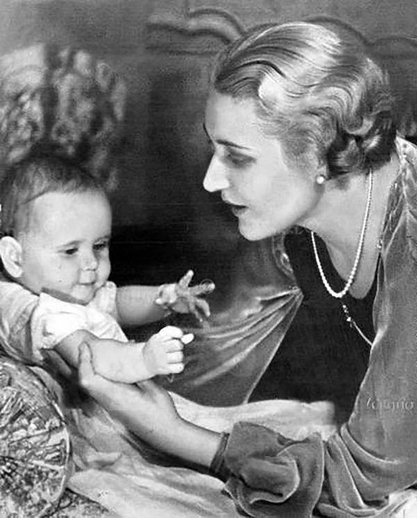 """A la esposa del jerarca nazi la consideraban la """"madre modelo del Tercer Reich"""". Asesinó a sus seis hijos cuando Berlín caía en manos de los aliados"""