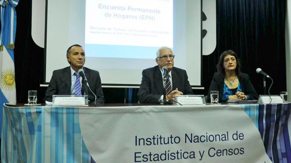 De izq. a der.: Fernando Cerro, Jorge Todesca y Cynthia Pok (Télam)