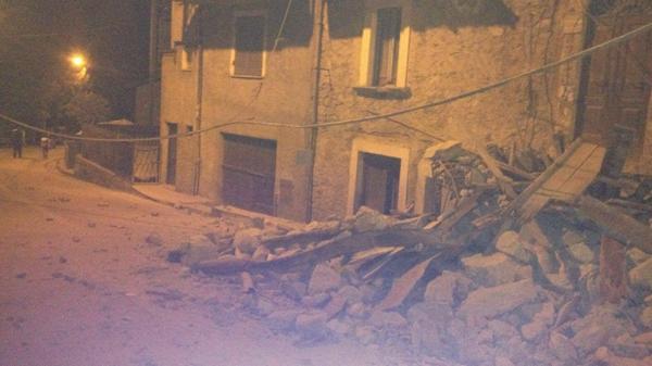 Un derrumbe en el pueblo de Amatrice (Twitter)