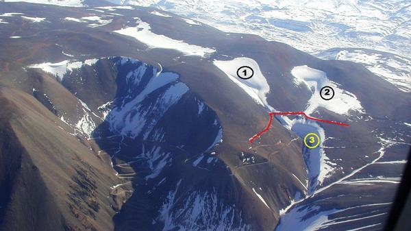 El 1 es el Glaciar Brown Superior, el 2 es el Conconta o Glaciar Norte y el 3 es el Brown Inferior, que recibía las ablaciones de los otros dos glaciares y que hoy desapareció.