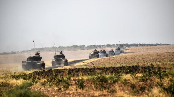 Tanques de Turquía en la frontera con Siria (AFP)