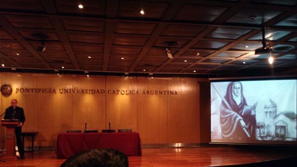 Conferencia de monseñor Víctor Manuel Fernández sobre Mamá Antula en la UCA (@MaduqueBC)
