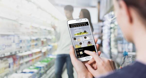 De la mano de un smartphone de la firma coreana, se puede ver a la distancia y vía cámaras incorporadas el interior del refrigerador para reponer los alimentos