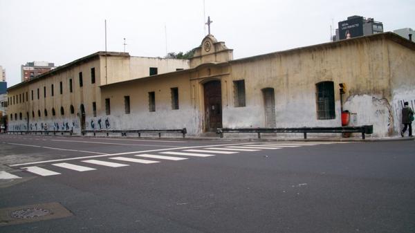El frente de la Casa de Ejercicios, en la avenida Independencia