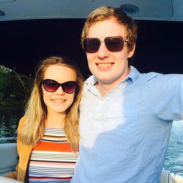 Isabelle Graham y su esposo Andrew Wilkie. Ella esperó hasta su noche de bodas para tener sexo por primera vez