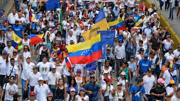 Los venezolanos exigen que se realice el referendo revocatorio a Nicolás Maduro (AFP)
