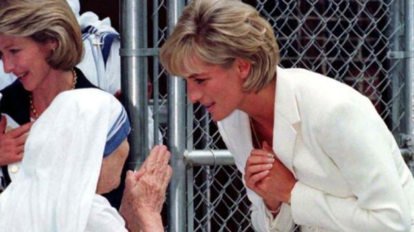 Madre Teresa junto con la princesa Lady Diana