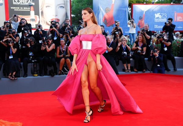 El atuendo sexy de Dayane Mello en el Festival de Venecia (Reuters)