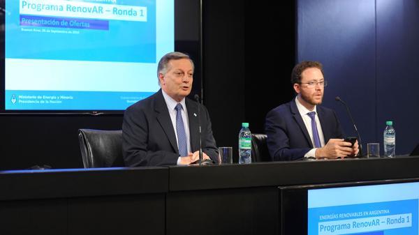 El ministro Juan José Aranguren destacó la amplia oferta para generar energías renovables (Télam)
