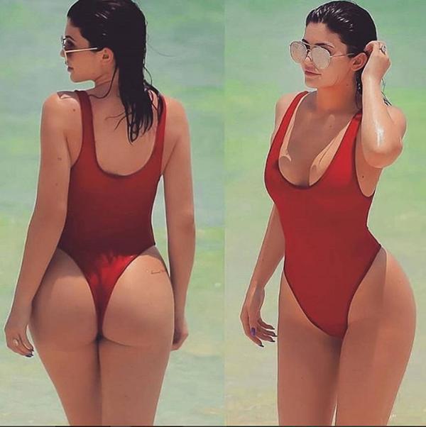 Kylie Jenner es una de las fanáticas de esta moda donde puede adopta una versión super sexy con cola less