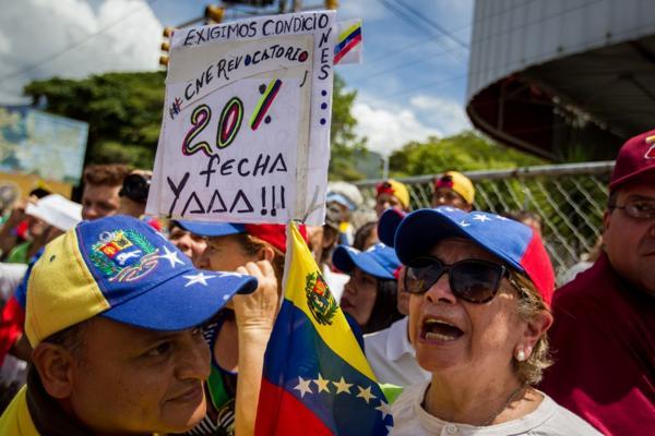 Los venezolanos piden un cambio de gobierno urgente (EFE)