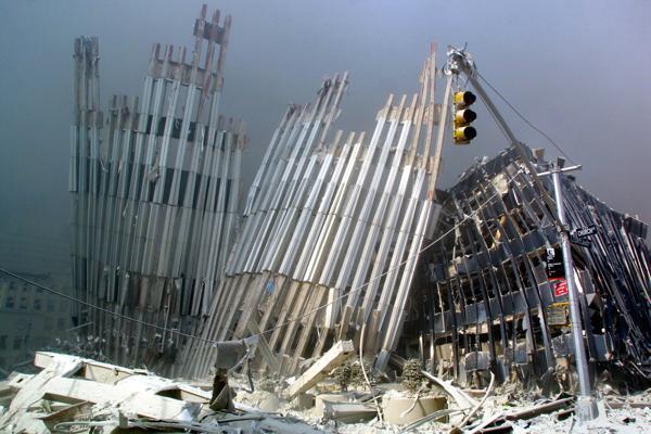 Las Torres Gemelas, reducidas a hierros retorcidos (AFP)