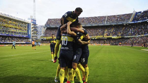 Carlos Tevez marcó el primero del partido, tras una buena definición (Télam)