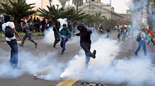 Manifestantes en Santiago en el anivesario del golpe militar