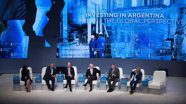 Patricia Janiot (izquierda) moderó un panel con algunos de los directivos más poderosos del mundo: Liveris, Di Leo, Rocca, Saint Angelo y Sorrell (Adrián Escandar)
