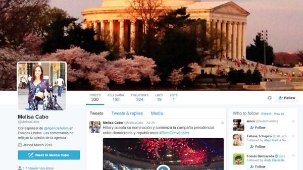 En su perfil de Twitter, Cabo se presenta como corresponsal de Télam y no hace referencia a su función como encargada de prensa de la Embajada.