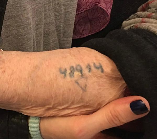"""""""48914"""", el número que le pusieron los nazis en el campo de concentración de Auschwitz."""