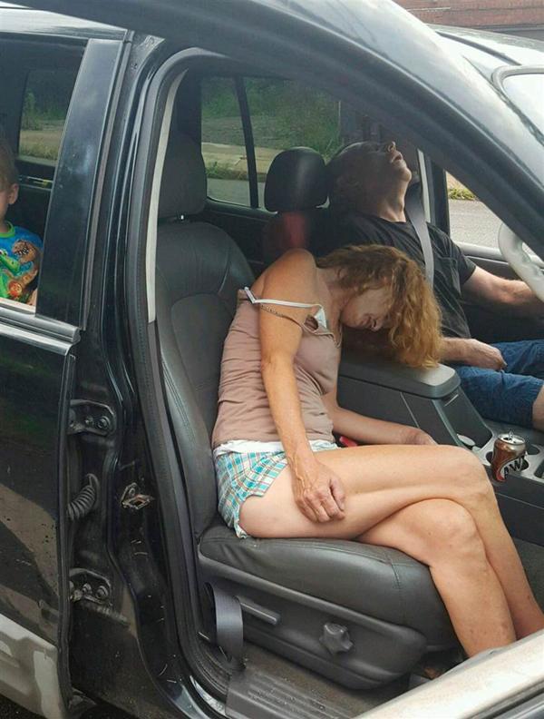 Rhonda Pasek y James Lee Acord, el pasado 7 de septiembre en East Liverpool, Ohio. En la parte trasera del vehículo estaba su nieto de cuatro años