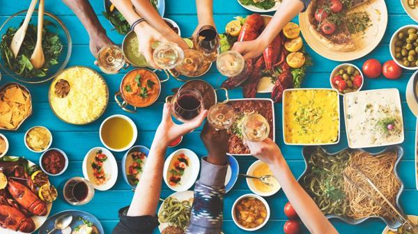 Las tradiciones alimenticias más sanas del mundo tienen algunos puntos en común (Istock)