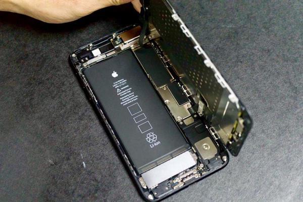 Algunos de los componentes internos del flamante iPhone 7 tienen precios irrisorios, como la nueva batería de mayor rendimiento que cotiza sólo 4 dólares