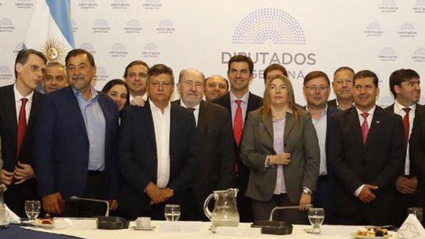 Peppo, Verna, Urtubey, Bertone, Casas y Bordet estuvieron anoche en el Congreso con el Bloque Justicialista que preside Oscar Romero