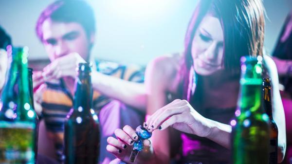 Los jóvenes tienen en el alcohol la puerta de entrada a otras drogas