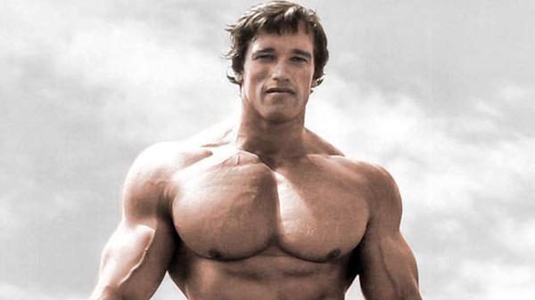 Arnold Schwarzenegger reveló que su padre lo golpeaba porque pensaba que era gay