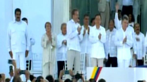 Nicolás Maduro con las manos al costado cuando anunciaron al rey emérito Juan Carlos y a Mauricio Macri