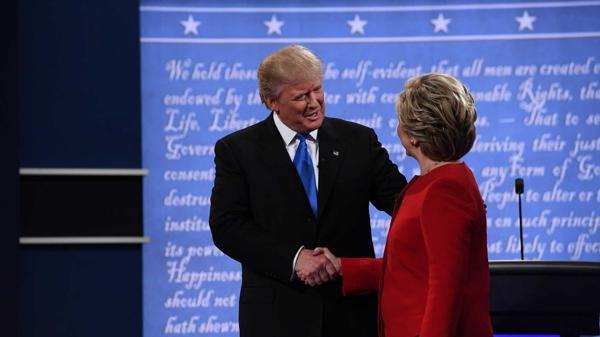Trump cargó contra su rival sobre el final del debate al decir que no tenía la fortaleza para ser Comandante en Jefe (AFP)