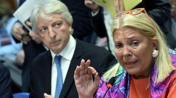 El vicecanciller Foradori y la diputada Carrió (DyN)