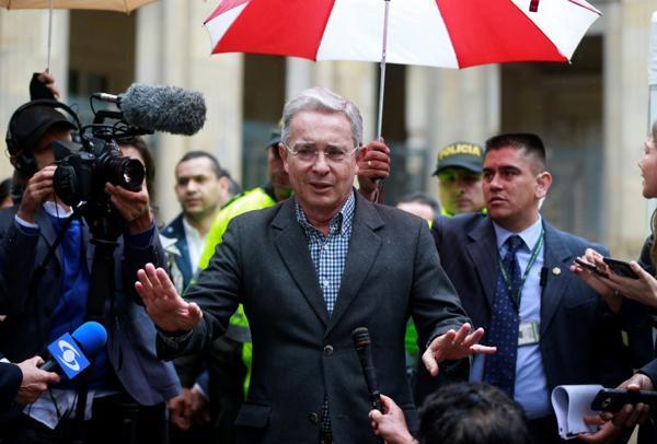 """Álvaro Uribe no asistió a la reunión convocada por el presidente Juan Manuel Santos tras la victoria del """"No"""" en el plebiscito"""