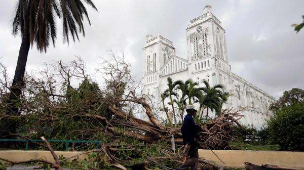 Inundaciones y árboles caídos, otras portales del paso del huracán por Haití (Reuters)