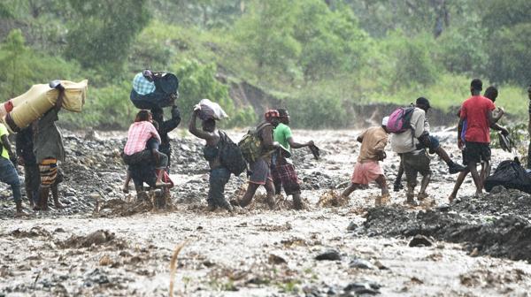 Miles de personas debieron abandonar sus hogares (AFP)