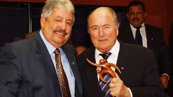 Rafael Esquivel, ex presidente de la FVF, junto a Joseph Blatter, ex presidente de la FIFA