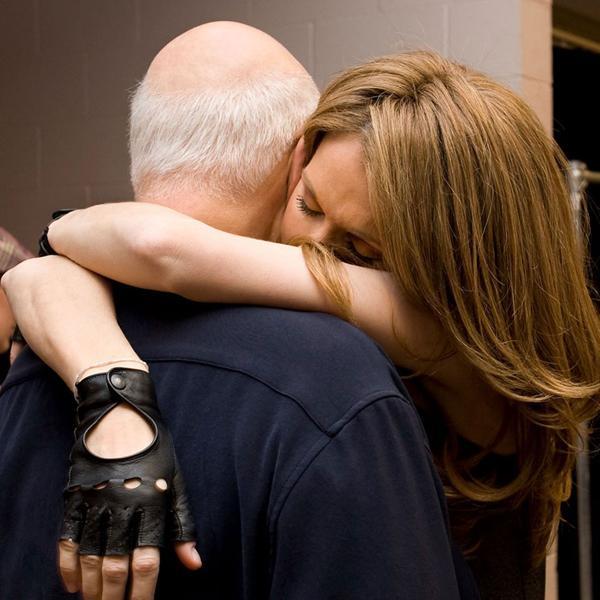 Céline Dion abraza a René. La imagen fue compartida por la artista en su perfil de Facebook el 3 de febrero de 2016 (Foto gentileza: Gérard Schachmes)