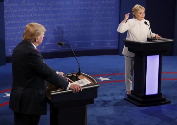 Un momento del último debate presidencial entre Clinton y Trump. el 19 de octubre en Las Vegas (Reuters)