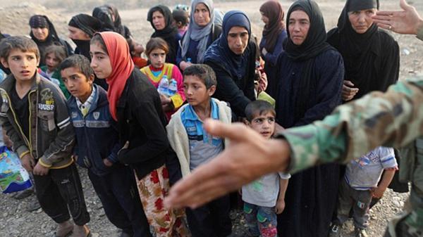 Familias iraquíes rescatadas de manos de ISIS por las fuerzas de seguridad (Reuters)