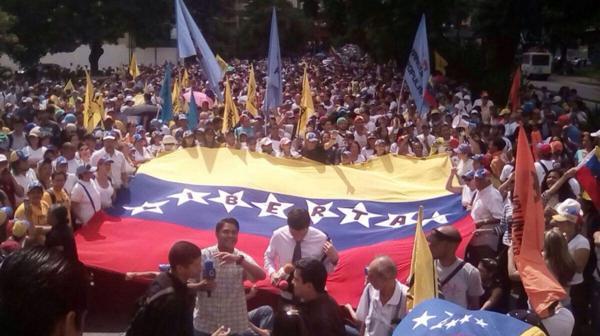 La marcha se produjo luego de la suspensión del revocatorio contra Maduro