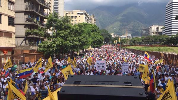 Los venezolanos salieron masivamente a las calles
