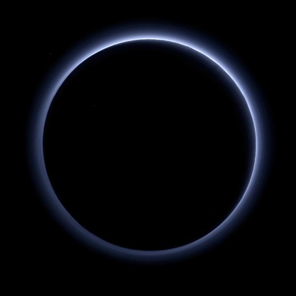 La última imagen de Plutón tardó cinco horas en llegar al Control de Misión (AP)