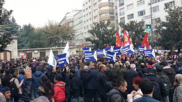 Miles de personas se manifestaron en contra del arresto de los periodistas (@Herekol_Kurd)