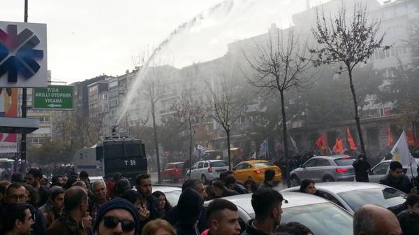La policía turca repimió a los manifestantes (@Herekol_Kurd)