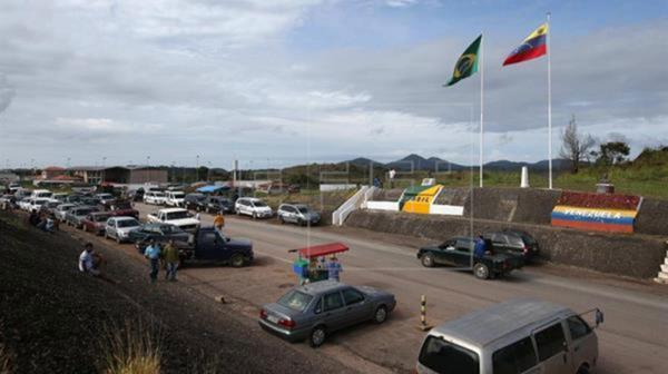 Las ciudades fronterizas del lado brasileño se ven desbordadas por la cantidad de venezolanos (EFE)