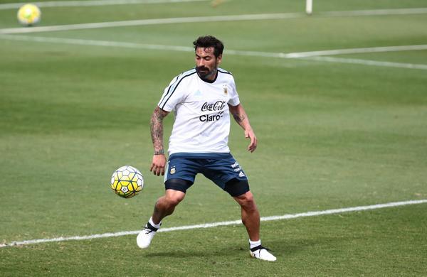 Ezequiel Lavezzi se recuperó de la lesión en el hombro sufrida en la Copa América Centenario (Reuters)