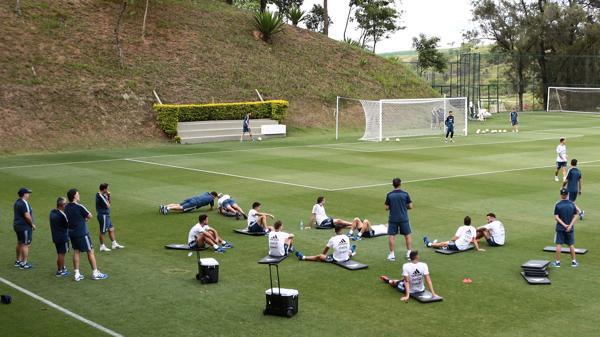 La primera práctica contó con 15 jugadores. El martes por la mañana quedará conformado el plantel total (Reuters)