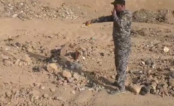 Imagen del hallazgo de la fosa común con cuerpos decapitados (AP)