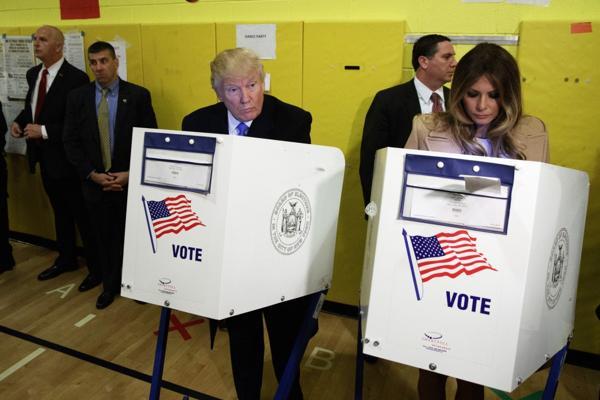 El momento de la votación de Trump en Manhattan (AP)