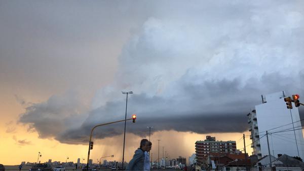Medios locales reportaron que fue la peor tormenta de lluvia y granizo de los últimos 30 años